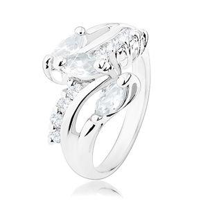 Blýskavý prsten, ramena stříbrné barvy, kulaté a zrnkovité čiré zirkony - Velikost: 51