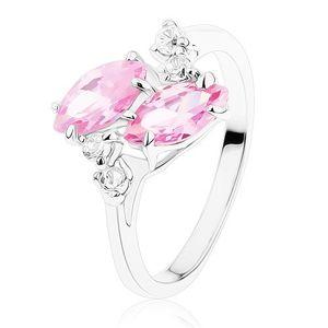 Blýskavý prsten ve stříbrném odstínu, dvě růžová zirkonová zrnka, čiré zirkonky - Velikost: 55
