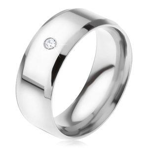 Lesklý ocelový prsten, zkosené hrany, čirý okrouhlý kamínek - Velikost: 67