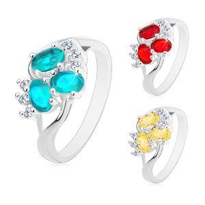 Lesklý prsten s rozdělenými rameny stříbrné barvy, čiré zirkonky, broušené ovály - Velikost: 53, Barva: Červená