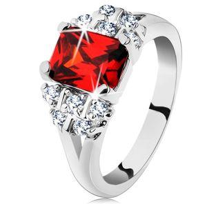 Lesklý prsten se stříbrným odstínem, tmavě oranžový obdélníkový zirkon - Velikost: 62