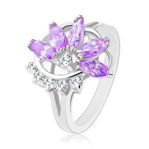 Lesklý prsten stříbrné barvy, fialový zirkonový květ, čiré zirkonky - Velikost: 48