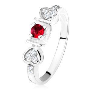 Lesklý prsten - stříbro 925, růžový kulatý zirkon ve žlábku, srdíčka, čiré kamínky - Velikost: 58