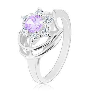 Lesklý prsten ve stříbrném odstínu, světle fialovo-čirý zirkonový květ, obloučky - Velikost: 61