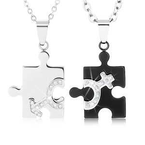 Náhrdelníky pro dvojici z oceli 316L, dílky puzzle ve dvou barvách