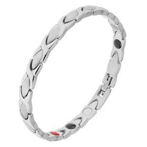 Náramek z oceli stříbrné barvy, lesklé a matné články, magnety