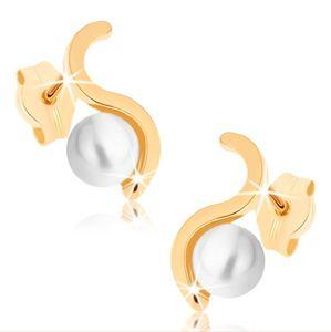 Náušnice ze žlutého 9K zlata - blyštivá vlnka, kulatá perla bílé barvy