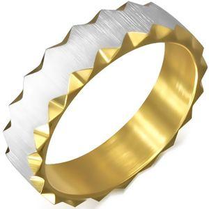 Ocelový prsten zlaté barvy se saténovým pásem, trojúhelníkové výřezy - Velikost: 64