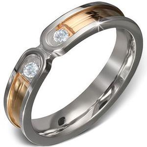 Ocelový prsten - zlatý pruh se stříbrným lemem, dva čiré zirkony - Velikost: 50