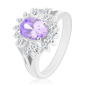 Prsten ve stříbrné barvě, světle fialový broušený ovál, čirý obrys - Velikost: 54
