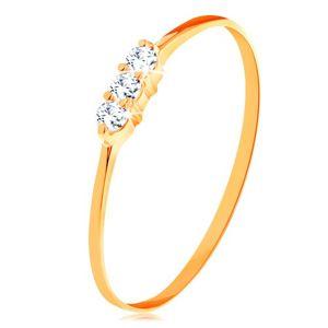Prsten ve žlutém zlatě 585 - tenká lesklá ramena, linie tří čirých zirkonků - Velikost: 49
