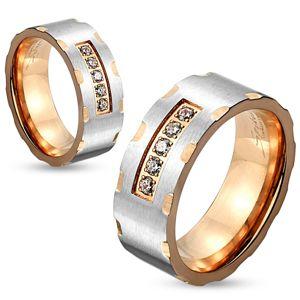 Prsten z chirurgické oceli,  stříbrný a měděný odstín, zářezy, čiré zirkony, 8 mm - Velikost: 62
