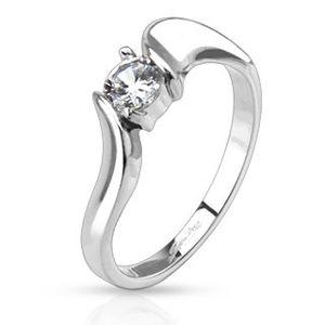 Prsten z oceli - čirý okrouhlý zirkon ve středu a zvlněná ramena - Velikost: 54