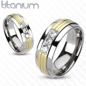 Prsten z titanu - pozlacený střed, tři čiré zirkony - Velikost: 49