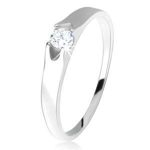 Prsten ze stříbra 925, kulatý čirý zirkon se dvěma výřezy po stranách - Velikost: 47