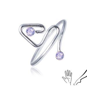 Prsten ze stříbra 925, zahnutá linie ukončená fialovým kamínkem