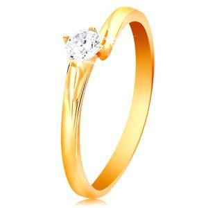 Prsten ze žlutého 14K zlata - blýskavý zirkon čiré barvy v lesklém kotlíku - Velikost: 61