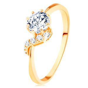 Prsten ze žlutého 14K zlata - kulatý zirkon čiré barvy, blýskavá vlnka - Velikost: 52