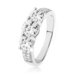 Zásnubní prsten ze stříbra 925, tři vystupující čiré kulaté zirkony - Velikost: 65