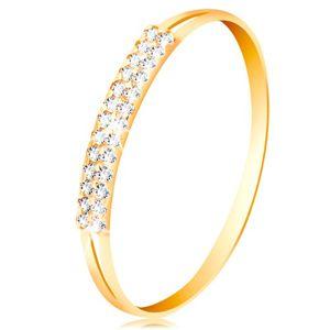 Zlatý prsten 585, ramena s výřezy po stranách, linie čirých zirkonů - Velikost: 64